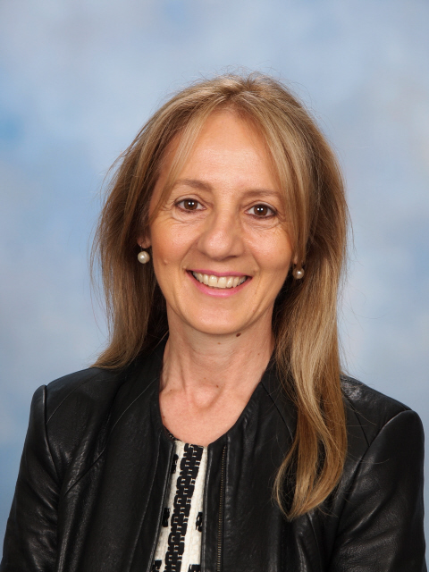 Stephanie Kosmetos